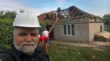 Impresionant! Un preot din Olt a renovat casa unor copii orfani in doar 8 zile! Poze comparative cu locuinta
