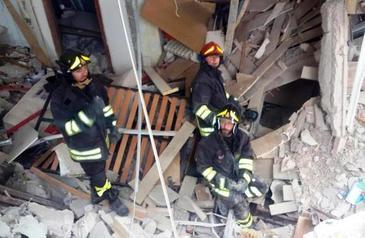 Explozie uriasa intr-un bloc din Bucuresti! Patru victime pana acum! Se intervine de urgenta! E dezastru!