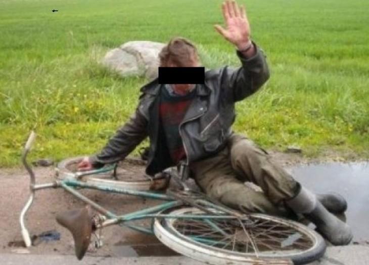 Recordul anului, pe bicicleta…4,35 mg/l alcool pur in aerul expirat. Barbatul din Dambovita i-a socat pe politistii care l-au gasit circuland noaptea pe sosea