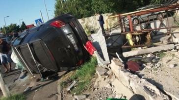 Accident ingrozitor in Pipera. O masina a fost proiectata pe trotuar, unde a lovit o femeie care este in coma, cu un picior amputat. Este pericol de explozie