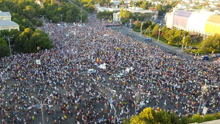 Cele mai spectaculoase imagini din Piata Victoriei, de la mitingul diasporei! Zeci de mii de romani se afla in fata Guvernului