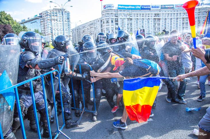 """Jandarmeria Romana, primele declaratii dupa violentele din Piata Victoriei: """"A fost o interventie justificata"""""""
