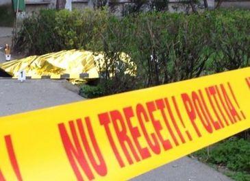 Fiul unui preot din Campulung Muscel s-a aruncat de la etajul 4. Barbatul a lasat doi copii orfani, iar familia e devastata