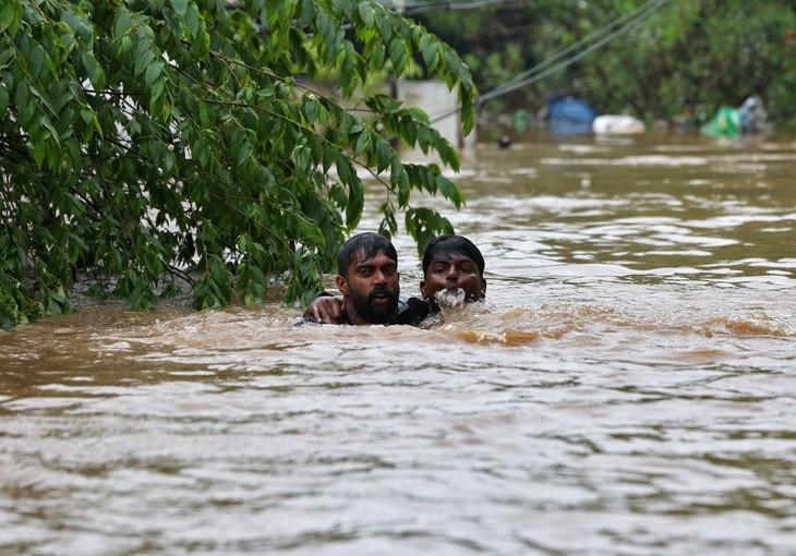 Bilant tragic! Sunt cel putin 324 de morti in urma inundatiilor din India! Autoritatile sunt in alerta!