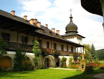 Descoperire macabra langa manastirea Sihastria! Un tanar de 30 de ani a fost gasit mort!