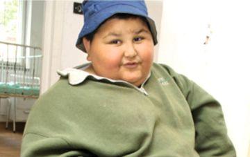 INCREDIBIL Cum arata astazi baiatul care la 7 ani avea 100 de kilograme! In urma cu 10 ani ajungea la Urgente dupa ce mancase 5 kg de jumari!