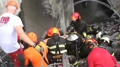 Autoritatile din Italia au oprit operatiunea de salvare dupa prabusirea podului din Genova