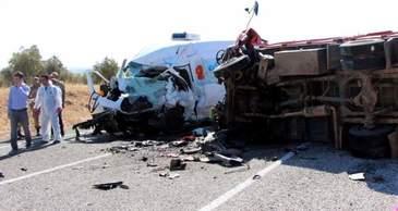 Accident grav in Turcia! Opt oameni au murit , dupa ce un microbuz si un camion cu muncitori s-au ciocnit puternic