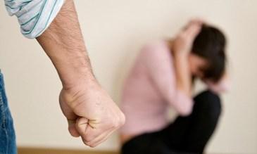O femeie din Roman a fost snopita in bataie de concubinul ei. Tanara, mama a trei copii a ajuns in stare grava la spital