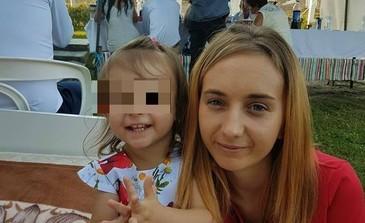 A murit Andreea, tanara de 25 de ani care a fost spulberata de o masina la Borsa, impreuna cu fetita ei