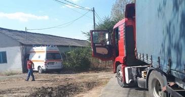 Accident in Constanta! O ambulanta a intrat intr-o casa, dupa ce a evitat un TIR