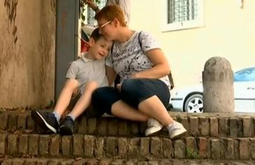 "Diagnosticat gresit cu leucemie in Romania, tratat in Italia! ""Copilul meu nu avea nicio sansa in Romania!"""