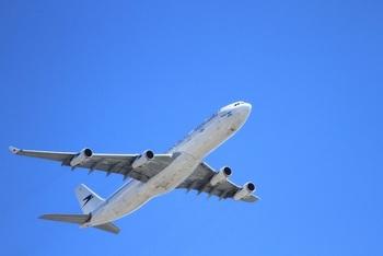 Aterizare de urgenta pe aeroportul Otopeni! Aeronava este in carantina, din cauza unui pasager cu febra tifoida