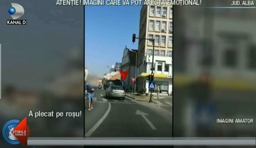 Imagini revoltatoare surprinse pe strazile din Alba Iulia! Un sofer, la un pas sa loveasca mai multi pietoni