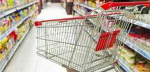 Un paznic de la un supermarket din Capitala a gasit un plic cu peste 33.000 de euro intr-un cos de cumparaturi