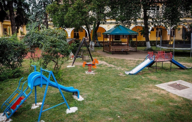 Un copil de sapte ani din Sibiu si-a rupt mana la un loc de joaca privat. Cum au reactionat patronii e oribil