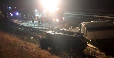Accident grav pe autostrada A1! Un microbuz plin cu pasageri s-a rasturnat!