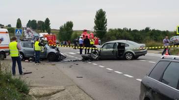 Accident pe E85! Doua persoane au murit si una este ranita, dupa ce masina in care se aflau a intrat intr-un copac