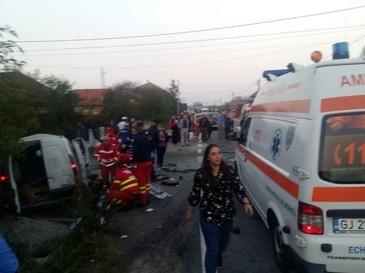 Plan rosu de interventie in Gorj in urma unui accident rutier in care sunt implicate 3 masini.  Sunt noua victime