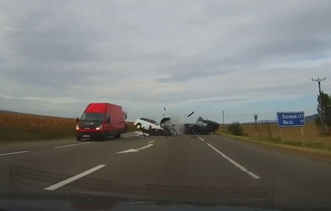 Imagini tulburatoare cu accidentul din Vrancea, in urma caruia patru oameni au murit. Imagini cu un puternic impact emotional