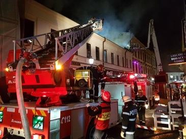 Incendiu in Centrul Vechi duminica dimineata! Pompierii au intervenit cu 9 autospeciale