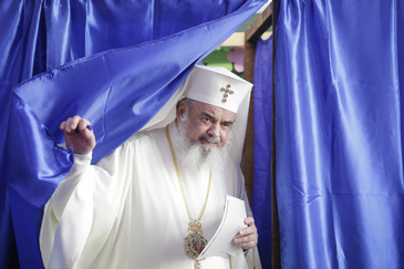 """Mesajul Patriarhului Daniel pentru credincioşi, la finalul Liturghiei: """"Mergeţi la vot, până nu e prea târziu!"""""""