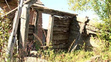 Imaginea nepăsării! Casa în care s-a născut marele sculptor Constantin Brâncuşi s-a prăbuşit