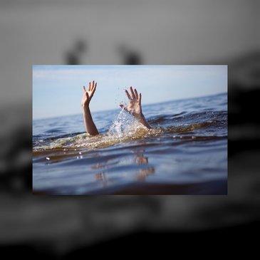 Răsturnare de situaţie în cazul femeii găsită moartă într-un lac din Argeş. Aurelia ar fi fost lăsată să se înece de un vecin care era cu ea cu maşina