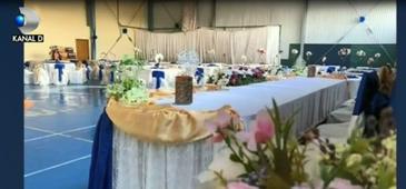 Într-o comună din Constanţa, primarul i-a organizat nunta fiicei în sala de sport a şcolii, apoi a tranformat-o în sală de fitness