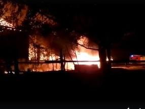 Un bărbat a murit după ce atelierul de tâmplărie al mănăstirii Sf. Pantelimon din Siliştea Gumeşti a luat foc
