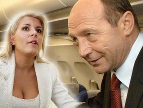 Elena Udrea a uimit cu ţinuta sexy în aeronava prezidenţială! Traian Băsescu a trimis-o să-şi dea jos bluza decoltată şi să încerce ceva mai acoperit!