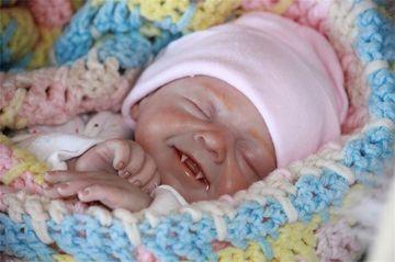 """Primul """"copil-vampir""""a fost descoperit într-un sătuc din Italia! Sătenii sunt înspăimântaţi"""