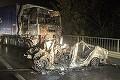Accident groaznic în Bihor! Trei tineri au murit carbonizaţi după ce maşina în care se aflau s-a ciocnit cu un TIR! Când au ajuns salvatorii, maşina ardea ca o torţă!