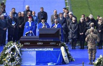 """Detaliul pe care puţini l-au observat la înmormântarea lui Ilie Balaci! Ce au făcut preoţii care au oficiat slujba la stadion! Asta arată cât de iubit a fost """"Prinţul din Bănie!"""""""