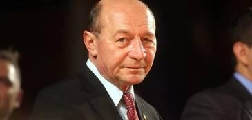 """Traian Băsescu, noi săgeţi către Guvern! """"Majoritatea PSD-ALDE scufundă ţara în mod accelerat"""""""