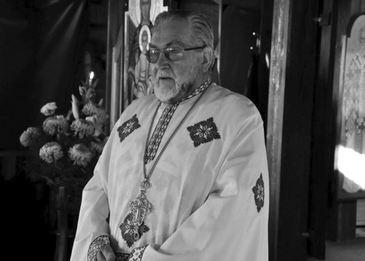 Cum arată înmormântarea unui preot! Părintele Mosor, un iubit duhovnic din Târgu Neamţ, a murit! 100 de preoţi au venit la slujbă