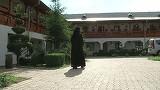 O călugăriţă din Bârlad s-a îndrăgostit nebuneşte de un arab! Femeia şi-a pierdut efectiv minţile pentru bărbat! Are un copil cu el şi acum vrea să se sinucidă