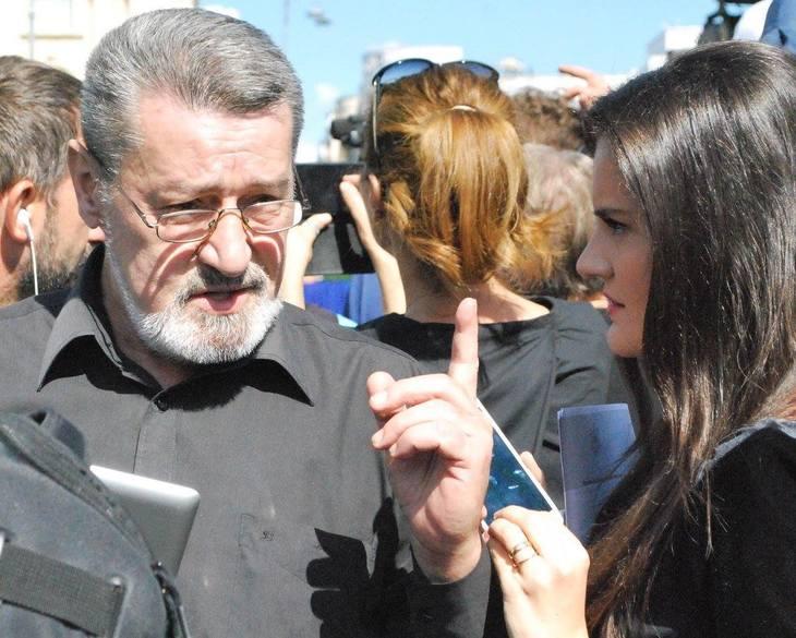 """Ajuns sarac lipit, un celebru prezentator tv din Romania face acte de caritate: """"In timp ce eu strangeam si duceam niste merinde unei batranele paralizate.."""""""