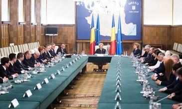 Mircea Dusa a fost eliberat, la cerere, din functia de secretar de stat in Ministerul Apararii