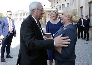 Premierul Dancila s-a intalnit la aeroport cu presedintele Comisiei Europene, Jean Claude Juncker