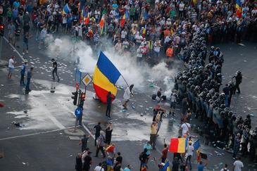 Sefii din Jandarmeria Romana vor fi pusi sub acuzare vineri, in dosarul violentelor din Piata Victoriei din 10 august