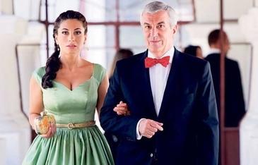 Salariul sotiei lui Calin Popescu Tariceanu s-a dublat in doi ani de cand sunt casatoriti! Ce suma incaseaza in fiecare luna