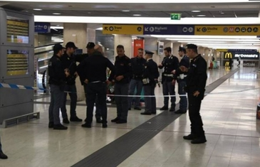 Un atacator a injunghiat un politist si un soldat in principala gara din Milano