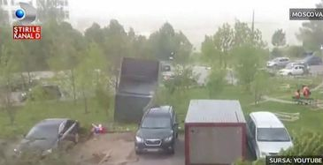 Un uragan a lovit Moscova! Mai multe persoane si-au pierdut viata in furtuna extrem de violenta