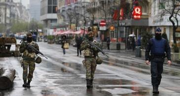 "Atac terorist esuat intr-o gara din Bruxelles. Un barbat care a strigat ""Allahu Akbar"" a fost ucis de militari"