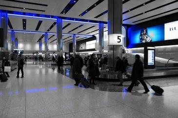 O tanara a fost arestata pe aeroportul Heathrow. Pregatea un atac terorist in Marea Britanie