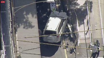 Atentat terorist la Melbourne in aceasta dimineata. Doua masini au intrat in multime, 14 persoane sunt in stare grava