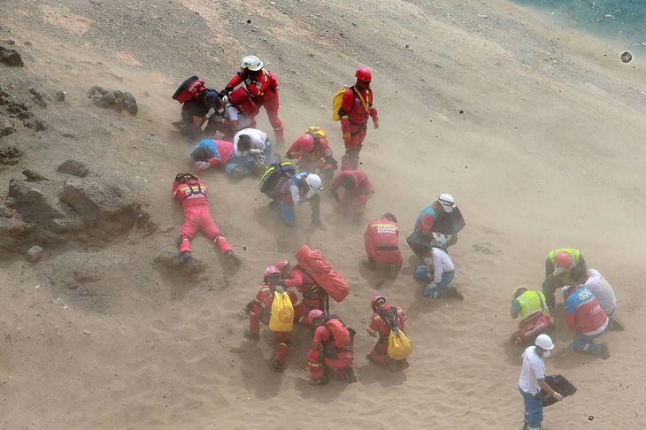 Cel putin 48 de persoane au murit dupa ce un autocar a cazut de pe o faleza in Peru