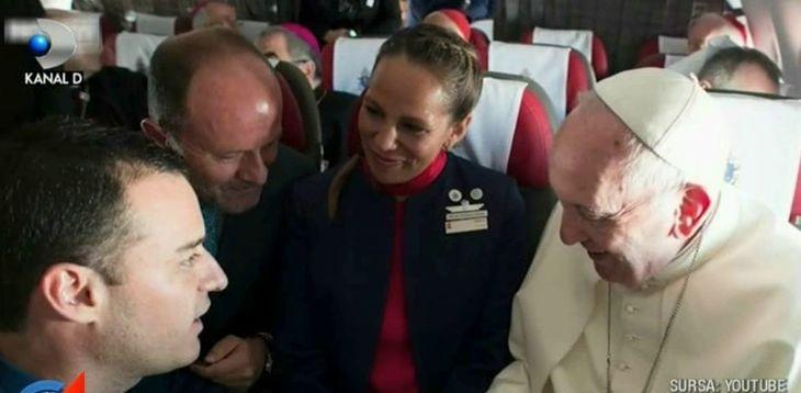 Accident tragic dupa ce Papa Francisc a oficializat o casatorie la 10 mii de metri altitudine! Ce s-a intamplat dupa ce Suveranul Pontif a coborat din avion