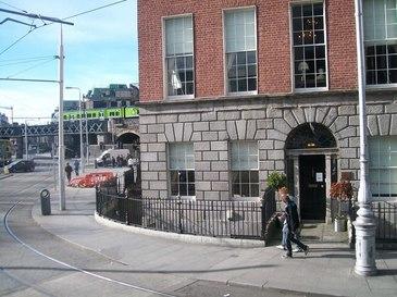 O banda de infractori romani este cauta in Dublin. Barbatii au injunghiat un om si au fost implicati intr-un incident foarte violent